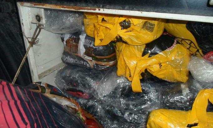 У кабіну та ящик для інструментів українець спакував 105 відеокамер та жіночий одяг