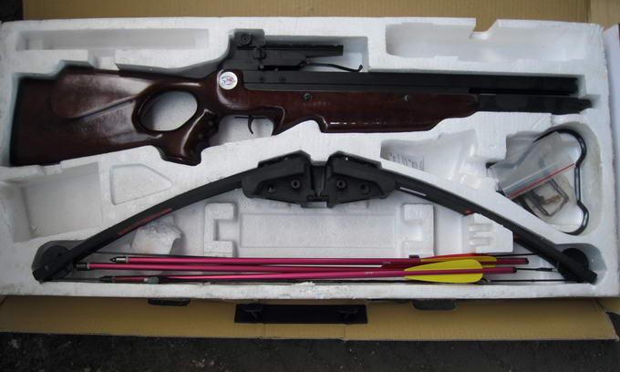 На кордоні затримали двох «мисливців» з арбалетом та стрілами