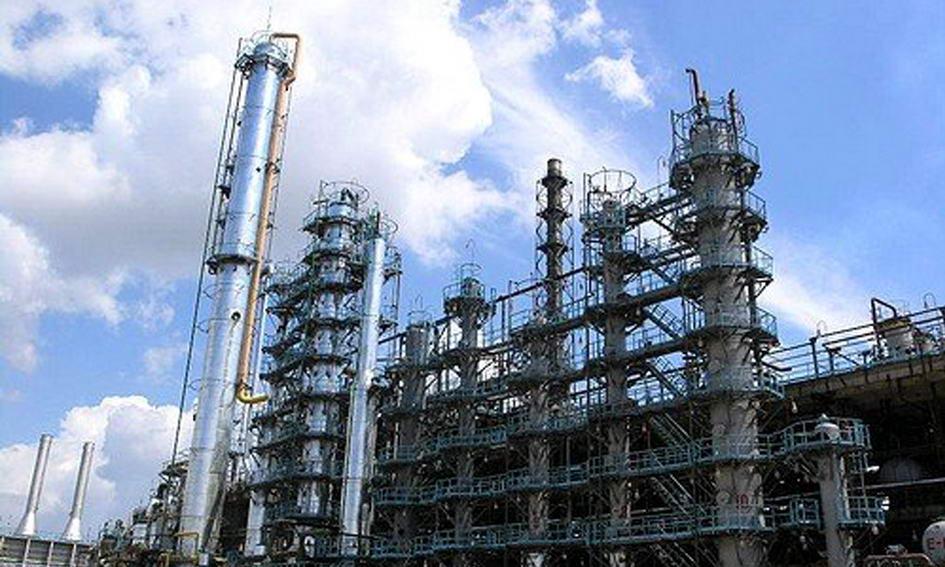 Нафтопереробні заводи України скоротили виробництво на 55%