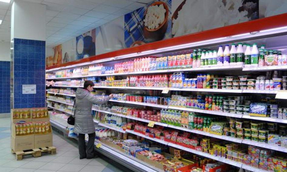 Лучанка з супермаркету хотіла винести під курткою десяток плавлених сирків
