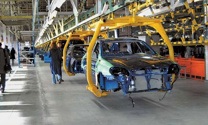 Виробництво легкових автівок зменшилося