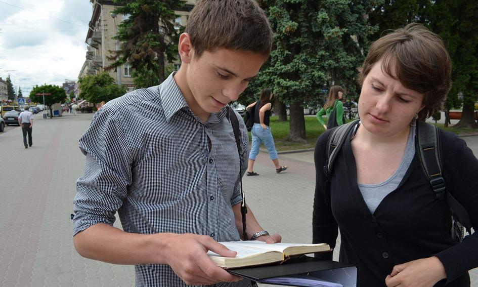 До 152-ї річниці перепоховання Кобзаря лучани читали його вірші на площі