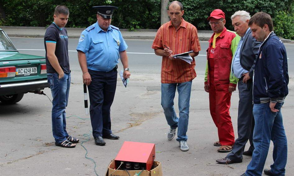 У Луцьку на вулицях автомобілі перевіряють на шкідливі викиди