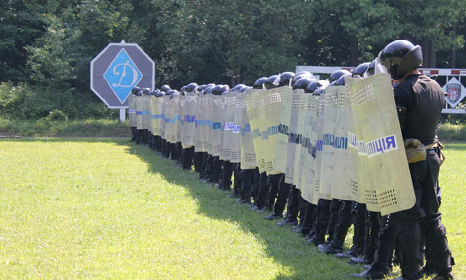 Волинські міліціонери вчились втихомирювати футбольних вболівальників
