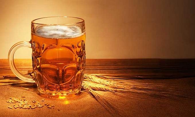 Азаров вагається, чи підвищувати акцизи на пиво