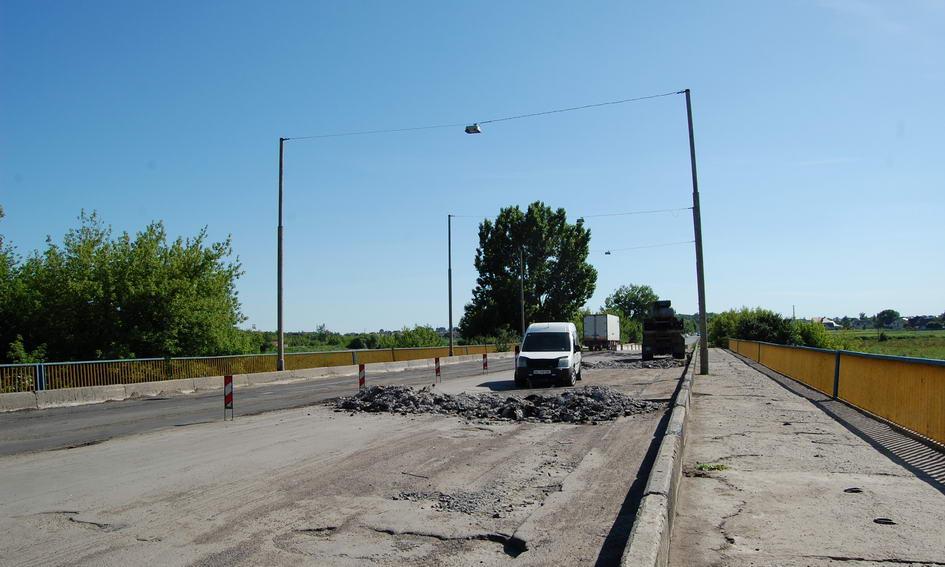 Міст на Рованці ремонтуватимуть ще півтора місяці