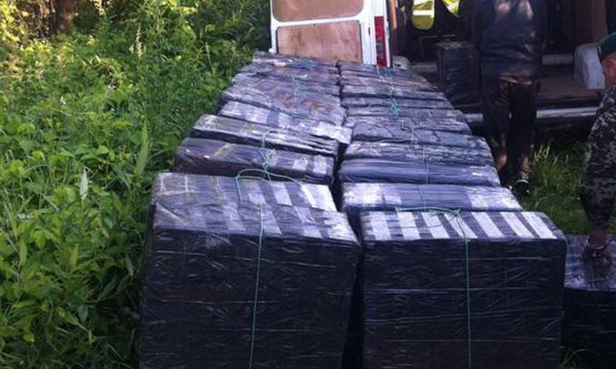 12 українців намагалися перетягти в Польщу 124 ящики сигарет