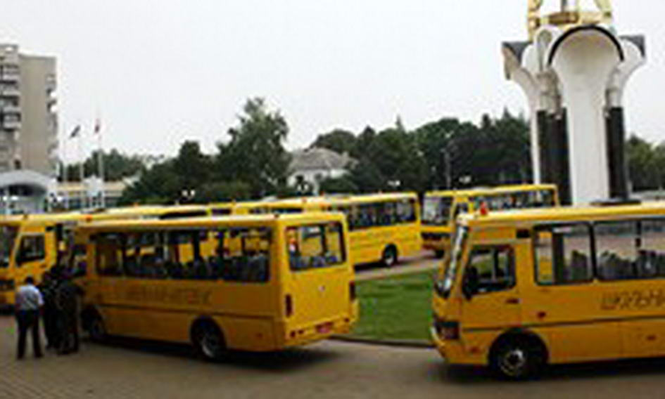 Сільські школи Волині отримали 10 нових автобусів