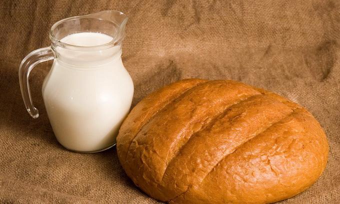Найбільші торговельні мережі накручували ціни на хліб та молоко на 30%