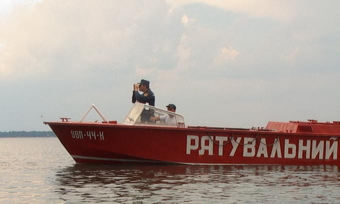 На озері Світязь рятувальники допомогли 15 юнакам
