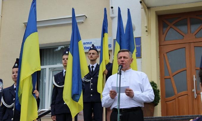 Біля Луцької міської ради урочисто підняли Державний Прапор України