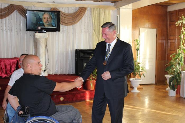 Микола Романюк нагородив призерів Міжнародного авторалі «Дорогами Волині»