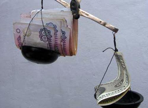 До кінця року гривня може впасти до 8,5 грн. за долар