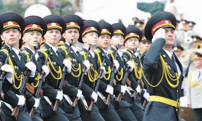 Військовим-контрактникам платитимуть близько чотирьох тисяч гривень