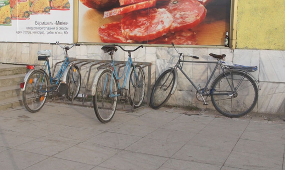 Дорогою з Ковеля до Рівного грабіжник-рецидивіст викрав у жінки велосипед