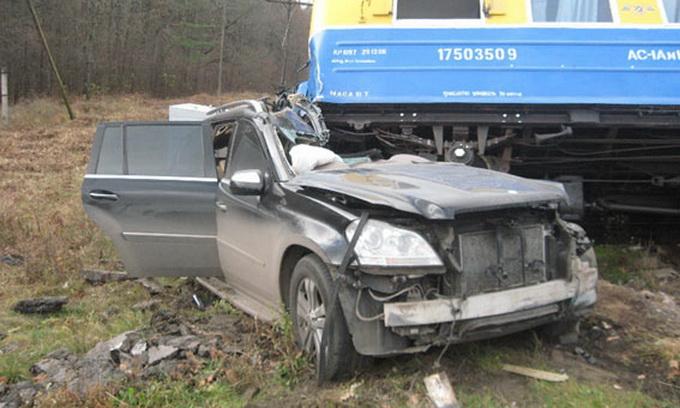 Лучанин на джипі загинув під колесами поїзда