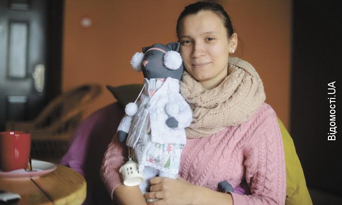 У руках волинської лялькарки народжуються стильні іграшки