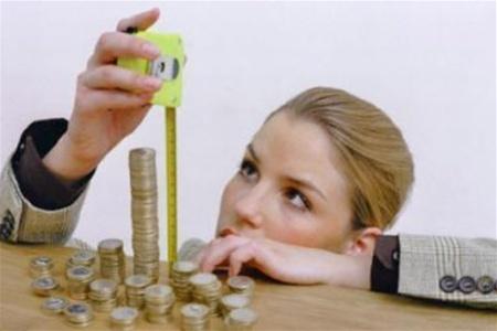 Жінкам платять на тисячу гривень менше, ніж чоловікам