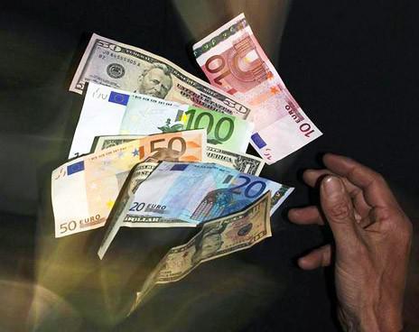 Заробітчани по всьому світу переказують родинам понад $500 мільярдів на рік