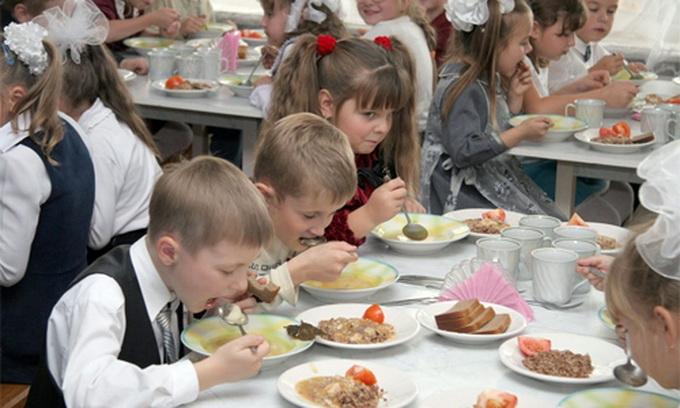 У трьох районах Волині діти отримують харчі незадовільної якості