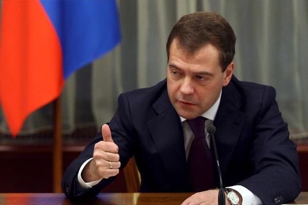 Медведєв заявив, що Україна знову накопичує газові борги