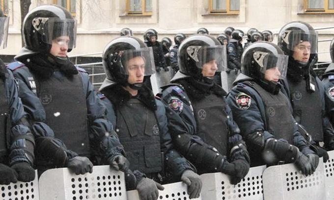 Армію скоротили, а кількість правоохоронців збільшують