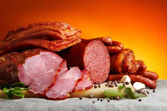 Українці стали купувати більше м'яса, аніж ковбас