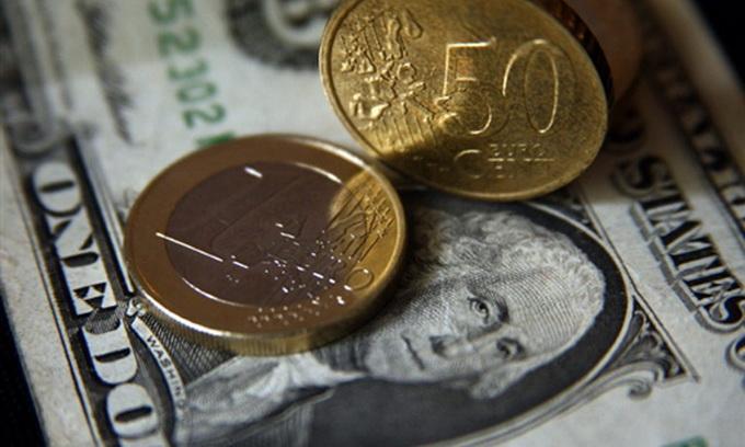 Долар на міжбанку зріс до 8,90 гривень