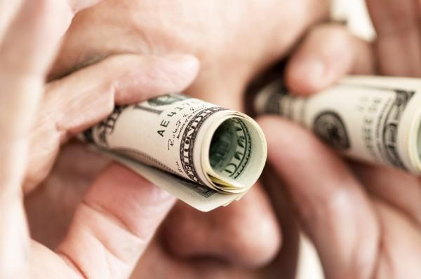 Нацбанк ввів обмеження на купівлю долара