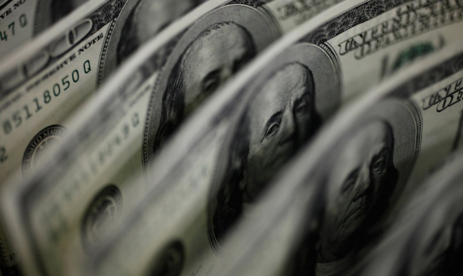 До кінця дня долар зріс до 8,81 гривень