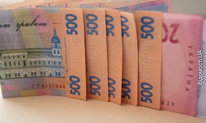 За місяць українці забрали з банків майже чотири мільярди гривень