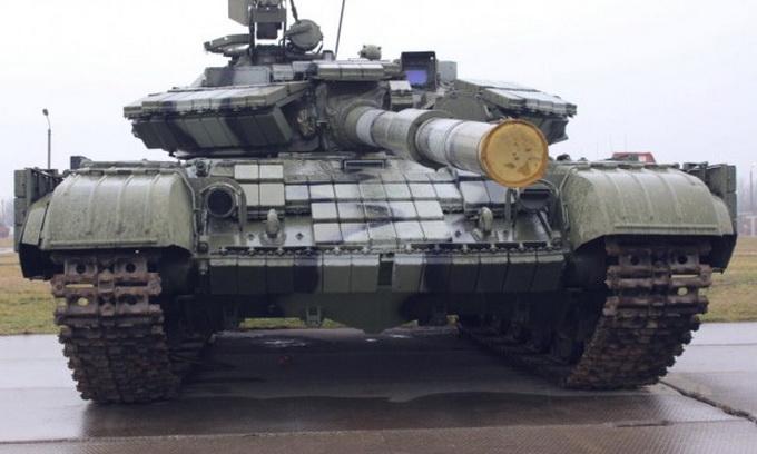У Володимирі-Волинському добровольці і військові повним ходом ремонтують танки
