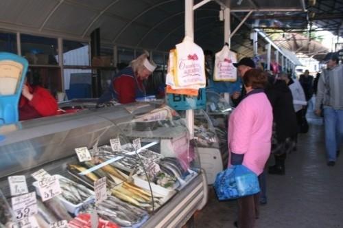 В Крыму россияне массово опустошают прилавки магазинов