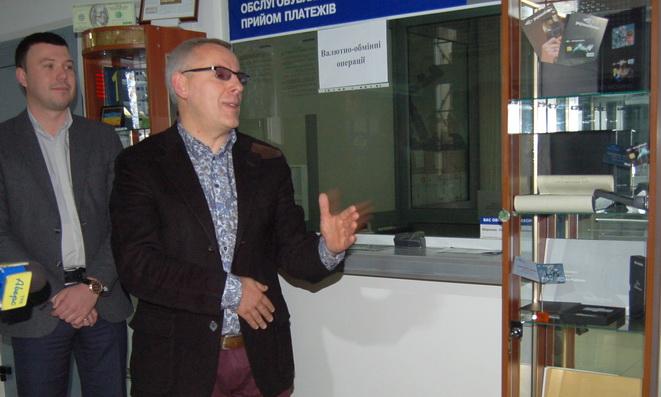 Волинські колекціонери зібрали експозицію банківських платіжних карток