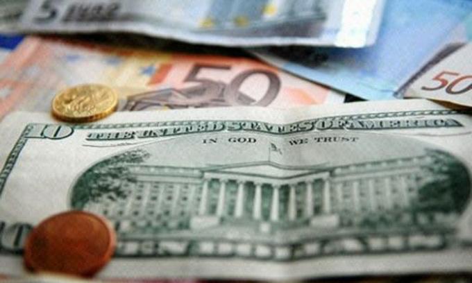 Долар на міжбанку майже досяг 16 грн, а євро — майже 20 грн