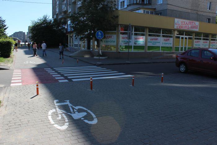 У Луцьку з'являються перші вело-доріжки