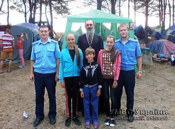 Волинські «дитячі» міліціонери навідали дітлахів у християнських таборах