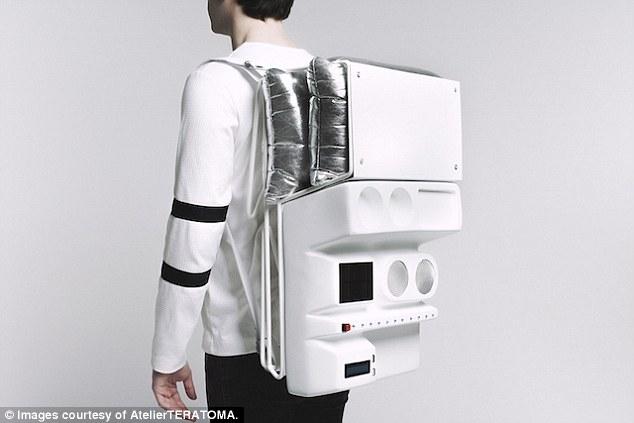 Майбутнє пікніків: створено рюкзак космічної ери Technopicnic, що вміщує стіл, склянки та usb-хаби