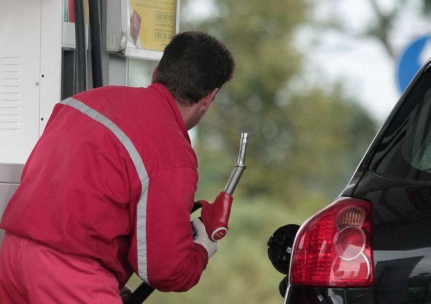 АМКУ просить автозаправки знизити ціни на пальне