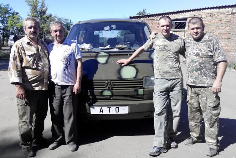 Ківерцівська райрада, бізнесмени і благодійники придбали авто для військових