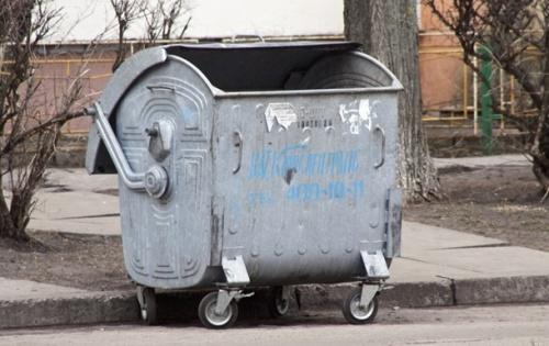 У Сімферополі заборонили шукати їжу в сміттєвих баках
