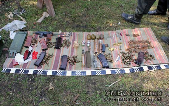 Волинянин зберігав удома гранати та іншу зброю