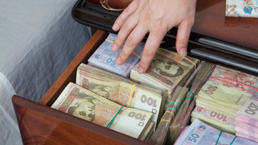 Рада таки підвищила заднім числом мінімальну зарплату та прожитковий мінімум