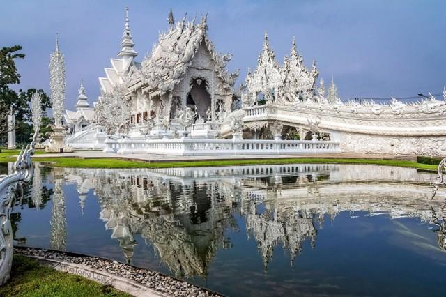 Дивовижний Білий Храм,  найбільш незвична буддійська споруда, знаходиться в Таїланді
