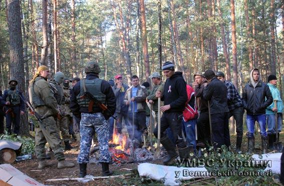 На Волині затримали 80 незаконних бурштинокопачів