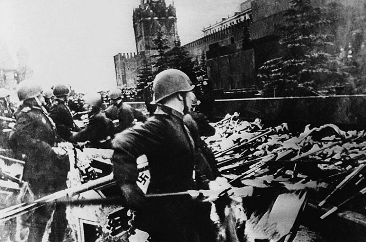 Росіянку засудили за публікацію фотографій Параду Перемоги 1945 року