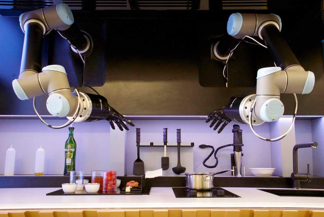 Створено кухню-робота, яку можна навчити готувати