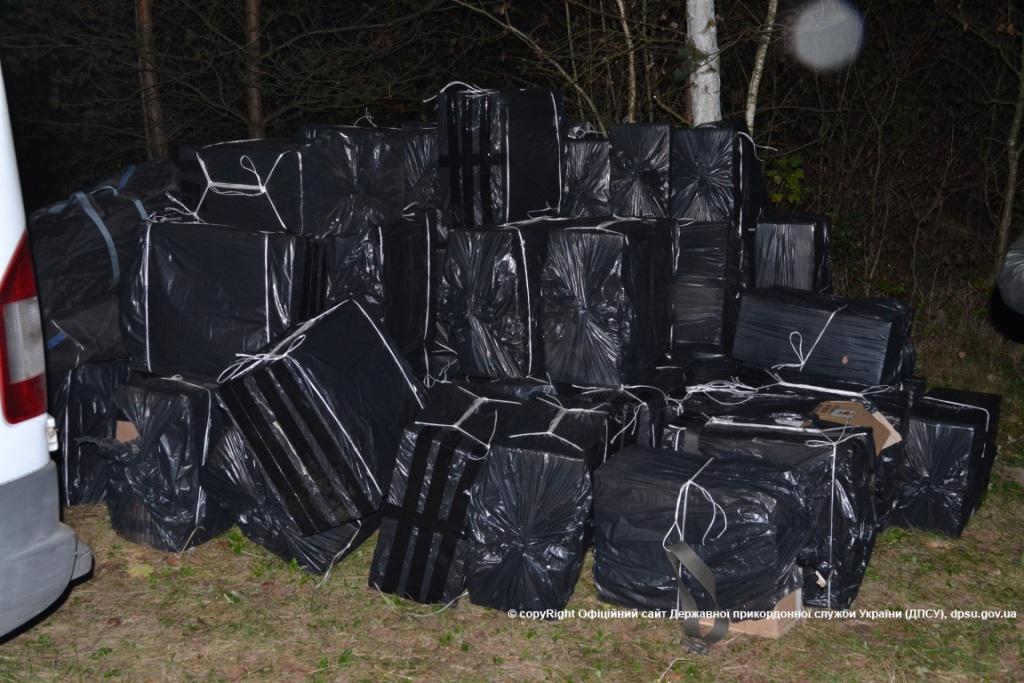 Волинські прикордонники вилучили 130 ящиків контрабандних сигарет