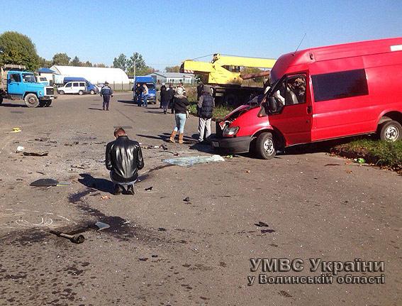 У Володимирі-Волинському в аварії постраждали восьмеро людей, є загиблі