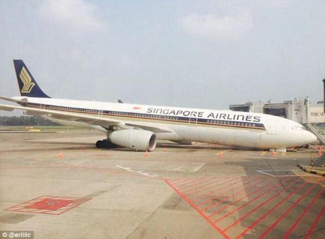 У літака сінгапурських авіаліній відламалося шасі за кілька годин до вильоту